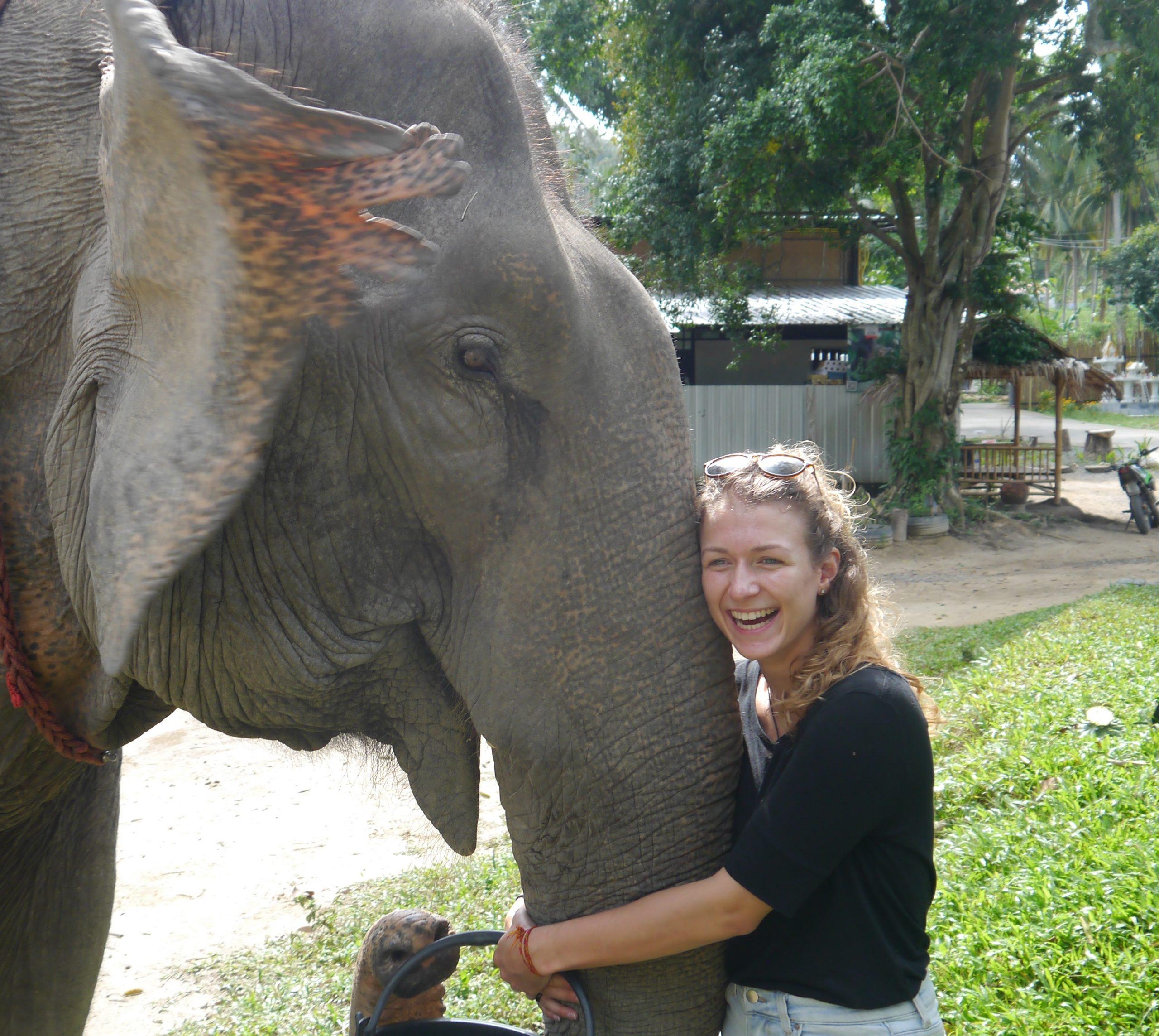 Simone mit Elefant